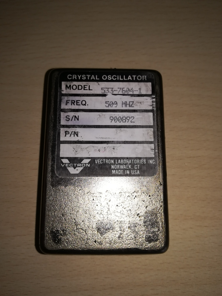 Vectron_crystal_oscilator.jpg